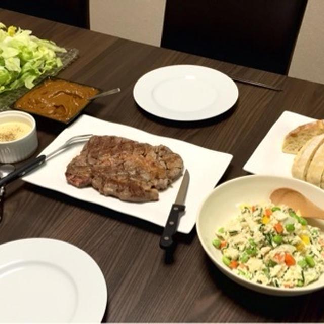 パンとカレーとステーキと生野菜と彩りおからサラダ