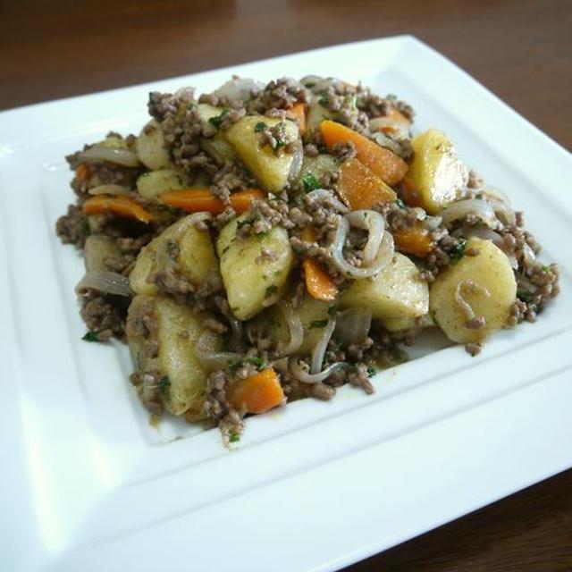 【簡単レシピ】挽き肉のじゃが芋と人参のカレーソテー♪