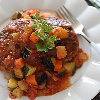 煮込みバーグをラタトゥイユソースで♪野菜もたっぷりおすすめワンプレート