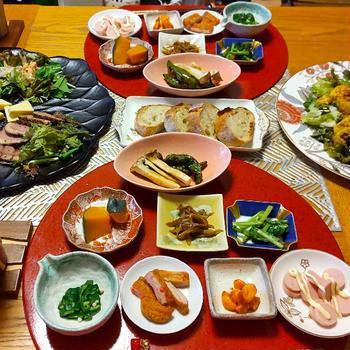 タコのジェノベーゼマリネ、サーモンマリネ、合鴨パストラミ、タンドリーチキンサラダと小鉢8品でダン