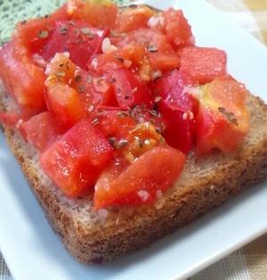 【レシピ】簡単ジュワッと♪塩こうじトマトトースト