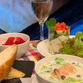 簡単夕食はソフトフランスパンと一緒に春キャベツと海老のクリームスープ