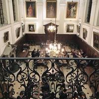 またまたディナーパーティー、チャールズ1世の絵画の横で・・・