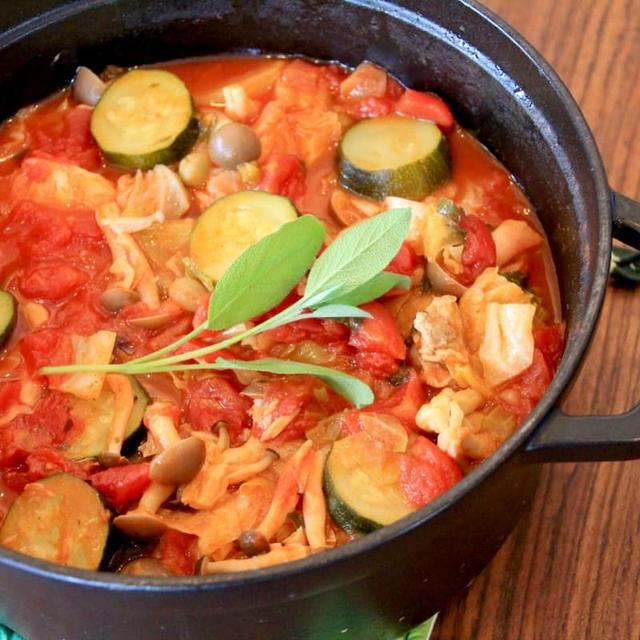 STAUB(ストウブ)レシピ!セージで煮込んだ野菜たっぷりミネストローネの作り方
