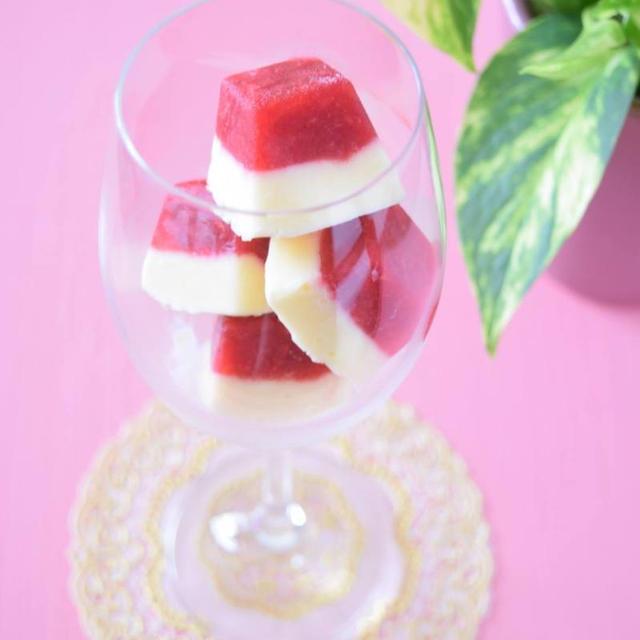 ラズベリーとフローズンヨーグルトのアイスキューブ♡製氷皿で作る簡単おもてなしデザート