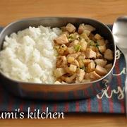お弁当セットを炒めるだけ!ごはんと一緒に食べる、大根のエスニックそぼろ弁当