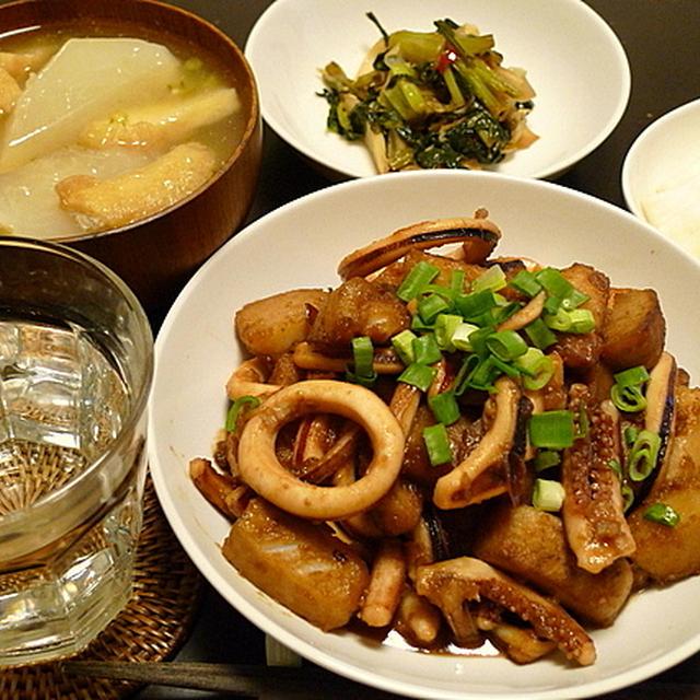 炒め煮にすると手軽にできる。「スルメイカと里芋の炒め煮」