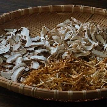 秋ですね~!干しキノコとツナ缶の炊き込みご飯