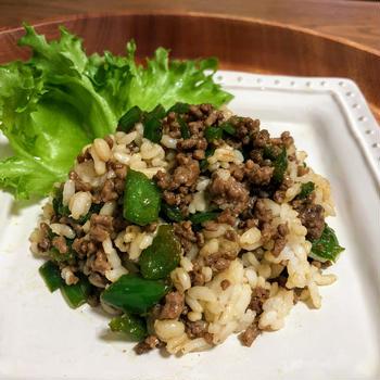 ピーマンとひき肉の甘辛チャーハン(10min)