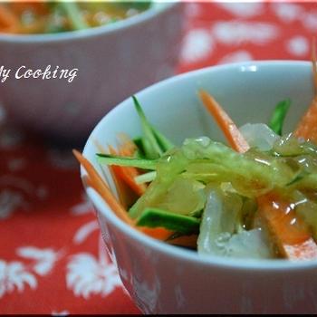 クラゲと夏野菜の中華風合わせダレ