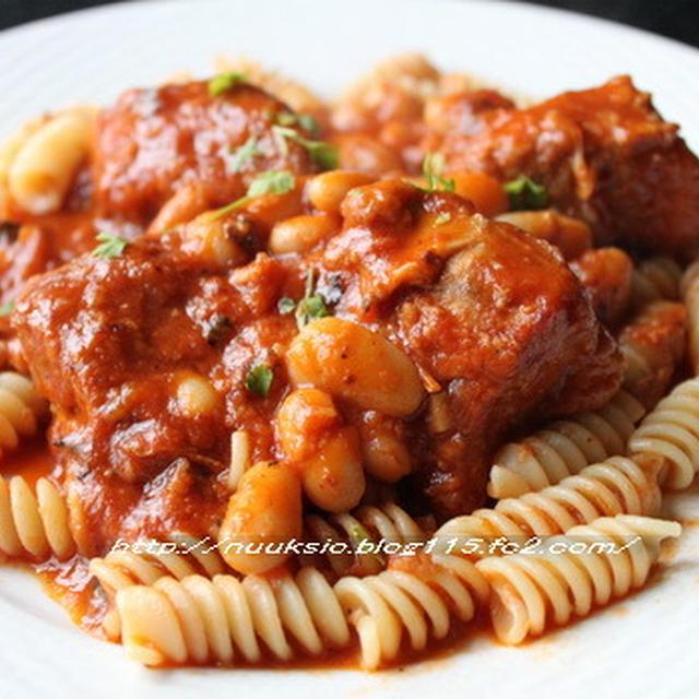 ☆ストウブ料理☆スペアリブといんげん豆のトマト煮こみとパスタ