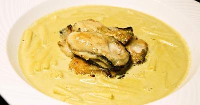 潮の香り、爽やかな香り、ミルキーで優しい味わいが楽しめる『マカロニ入り牡蠣のイタリア風チャウダー』