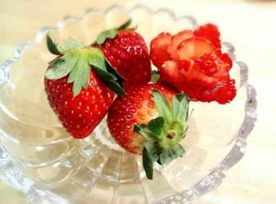 クックパッドで第一位!&イチゴで薔薇の飾り切り