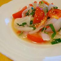 玉ねぎとニラとトマトの温サラダ