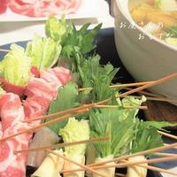 牛だしつゆで串しゃぶ! 湯葉、こんにゃく、豚肉で野菜を巻いて♪