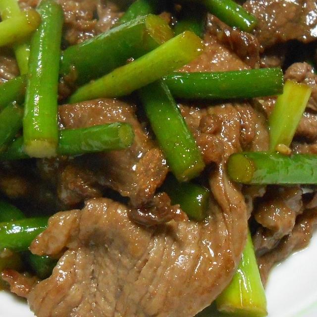 材料3つだけ 焼き肉のタレで作る にんにくの芽と牛肉の炒め物