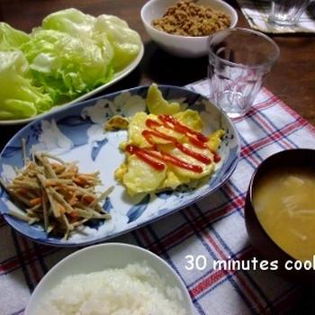 肉味噌のレタス巻きとスパニッシュオムレツ