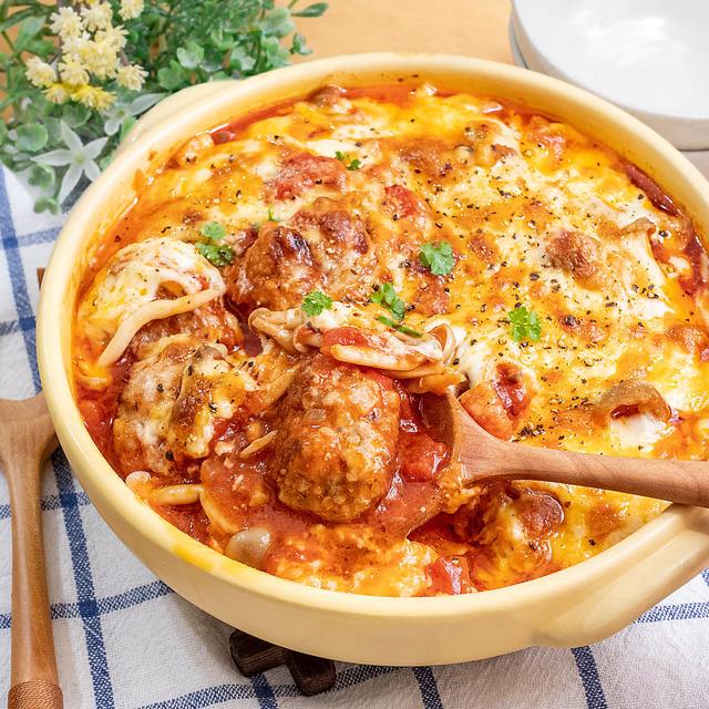 ベーコンでコク旨♪肉団子のトマト煮込みチーズ焼き☆