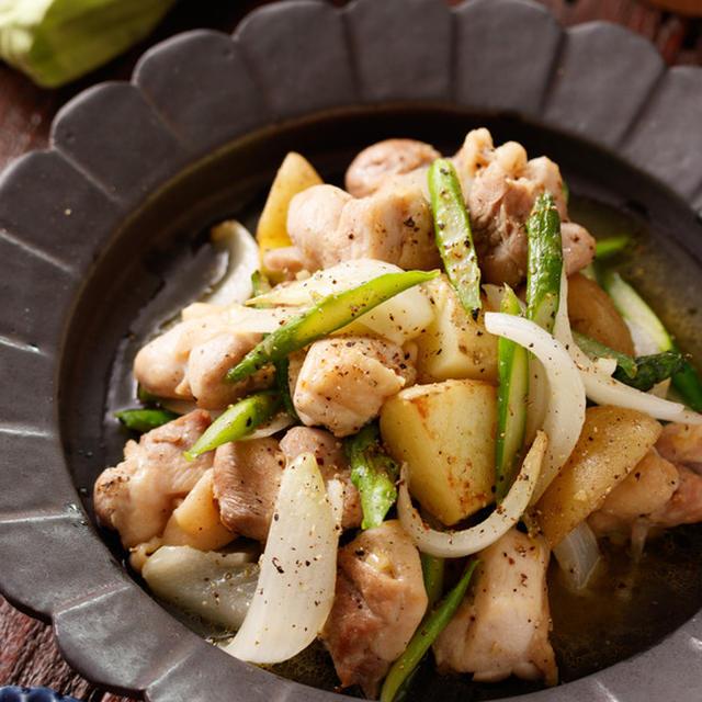 鶏肉と新じゃがのうま塩ガーリック炒め【#ひと皿満足おかず #副菜いらず #スタミナ #免疫力アップ #スピードおかず #炒めるだけ #作り置き #主菜】