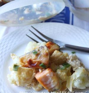 カリフラワーと鮭の卵味噌マヨ焼き