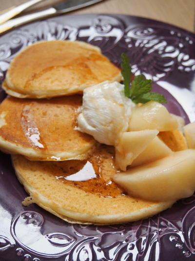 水切りヨーグルトと白桃のパンケーキ