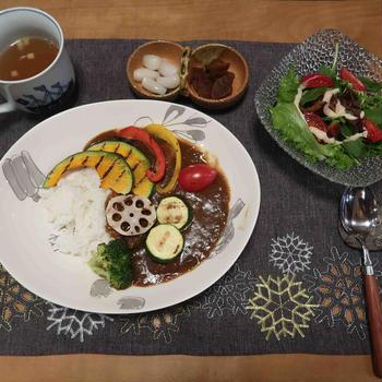 彩り野菜カレーと カレーチーズトーストと 「雨と花」♪