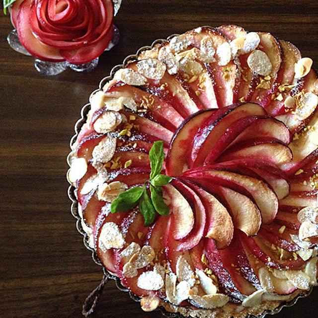 林檎と焼き芋クリームのザクホロタルト。