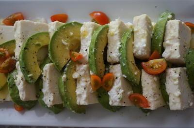 塩麹豆腐サラダ & 鳥モモ肉のにんにくしょうが焼き
