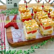 ドット柄の逆サンド♪オムレツと野菜のミニキューブ