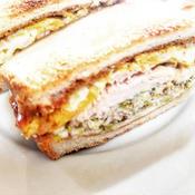 サラダチキン玉子サンド