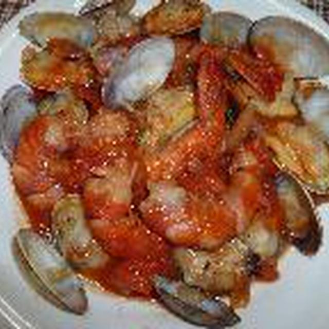 あさりとエビのトマトクリーム煮