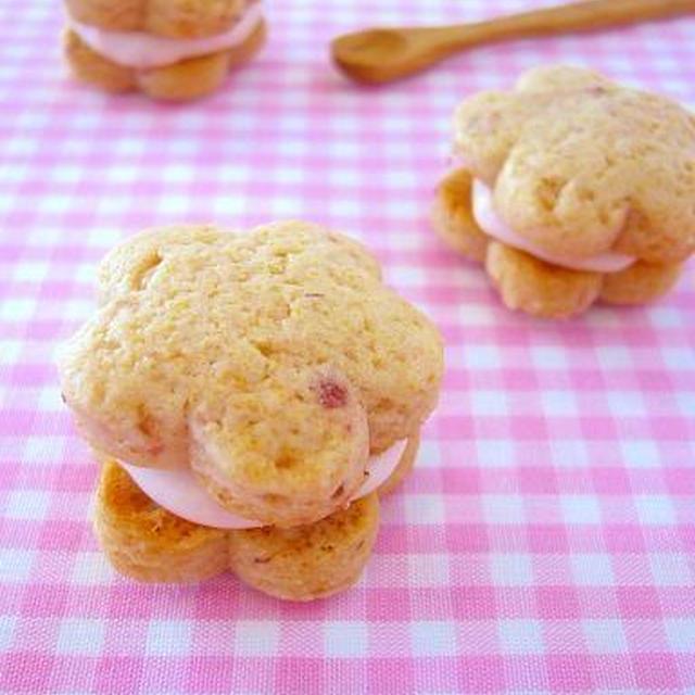 おひな祭り♪桃の花プチクッキーサンド@苺クリームチーズ