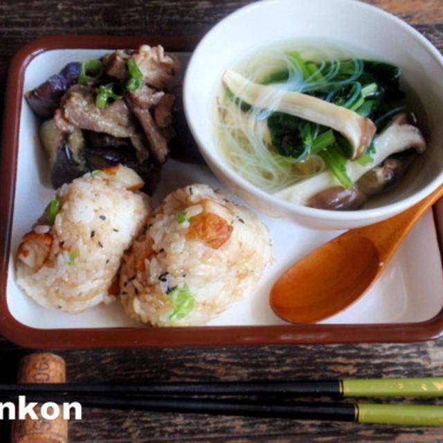 【簡単!!カフェごはん】定番:茄子と豚肉の味噌炒め*天ぷらおにぎり*春雨スープでワンプレート