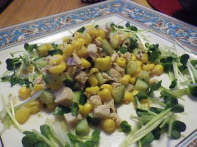 鶏ハム・きゅうり・コーンのさっぱりサラダ