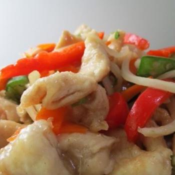 鶏ムネはやはり好い食材だな・・・#鶏ムネ #オクラ #魚香 #ピリ辛甘酢 #一人飯