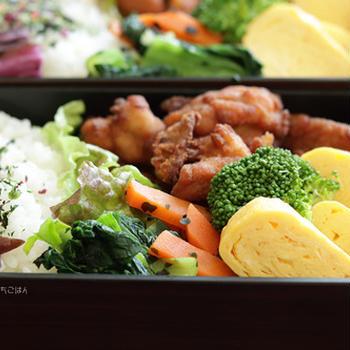 生姜風味の米粉唐揚げと小松菜のわかめ和え~食べざかり中学生のお弁当