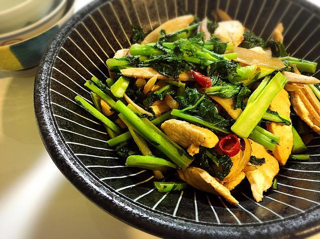かき菜と鶏肉のスパイシーチキン炒め