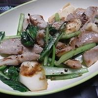 豚トロと小松菜のペパーソテー