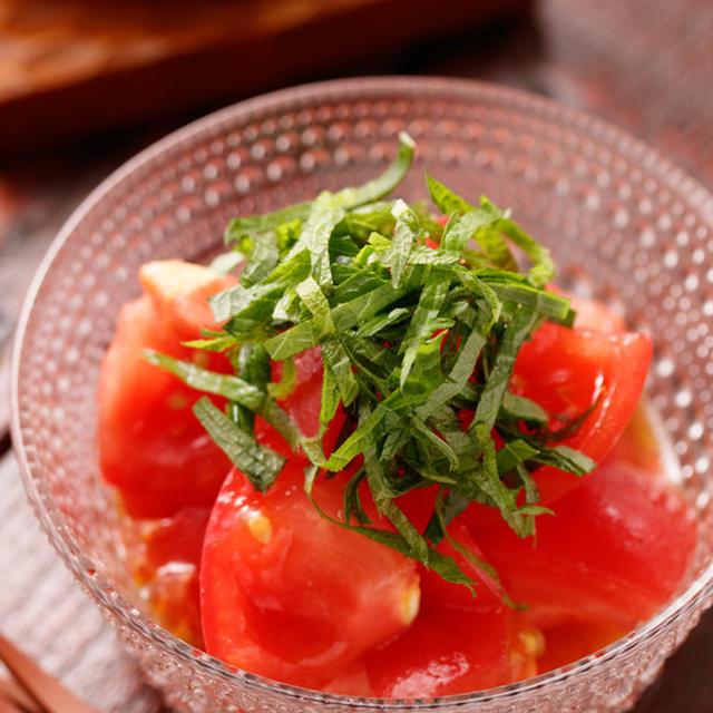 トマトと青じその至極サラダ【#あと一品 #和えるだけ #調味料3つ #飲み干すうまさ #イマイチなトマトも劇的に美味しく #副菜】
