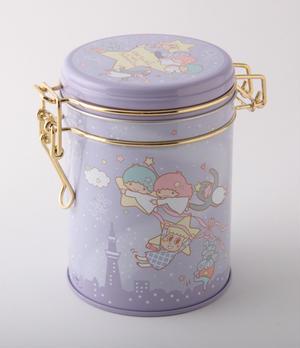 ソラカラちゃん達とキキ&ララを描いたキャニスター缶は、フォルムも可愛くて、そのまま飾っておきたくなっ...