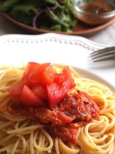 生トマトとベーコンのパスタ