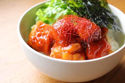 韓国風チキン丼