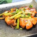 秋の味覚たっぷり!鮭ときのこのガーリックバター醤油炒めの作り方・レシピ