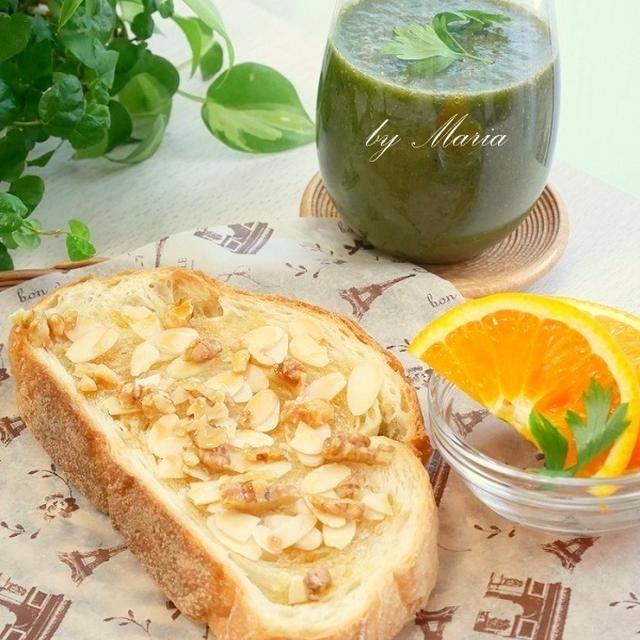 チアシード*グリーンスムージー&ココナッツオイルのアーモンドトースト