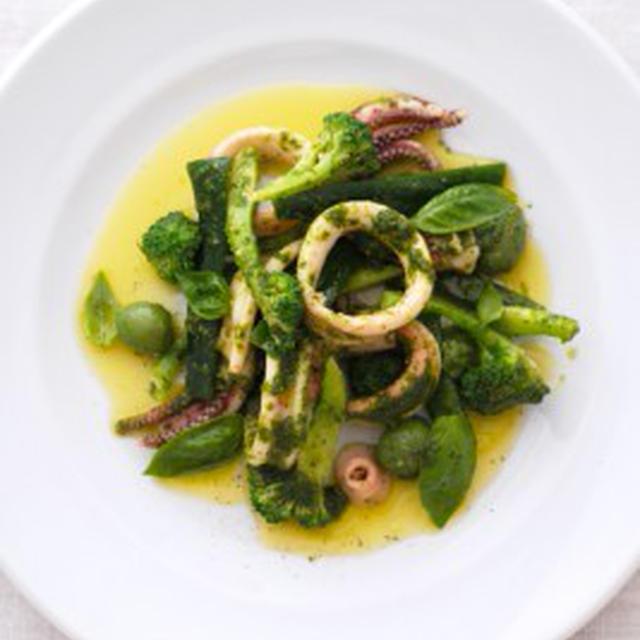 イカとブロッコリーのサラダ、ピストゥ仕立てSALADE D'ENCORNET,BROCOLI AU PISTOU