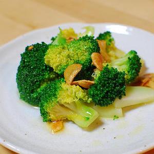 おつまみに食べたい!ブロッコリーで作るガーリックソテーレシピ