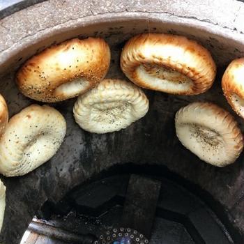 念願のキルギスのパン「ノン」