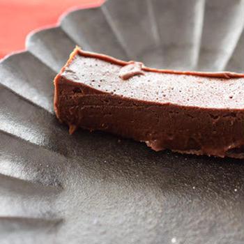 揃えやすい材料で作る、バニラの香りの超濃厚チョコテリーヌ