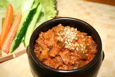 ガンデンジャンサムバプ(강된장쌈밥) -- 野菜と包んで食べる具たくさん味噌