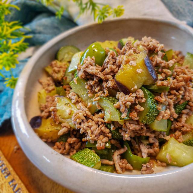 """家で作れるおフランスの味!挽き肉と夏野菜の白ワイン蒸し""""エチュベ"""""""